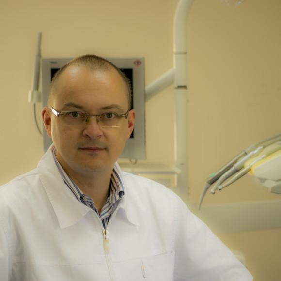 Dr Paweł Ossowski